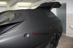 Vollverklebung in matt schwarz bei einem Porsche Cayenne