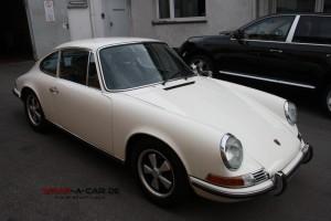 Porsche 911 Oldtimer in cremeweiß
